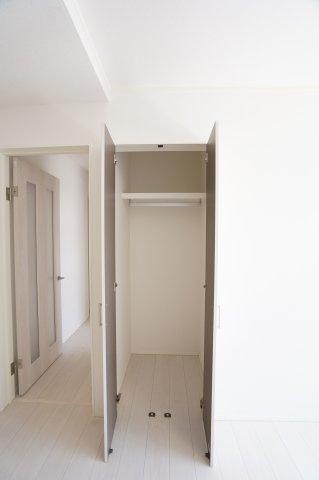リビングにある収納です。小物で散らかりがちなリビング、ストック品や小物を入れたりあると便利です。