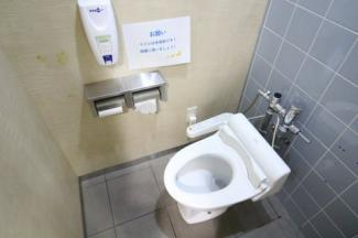 共同トイレ