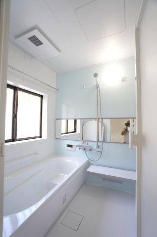 新品交換しました。1坪サイズ浴室で足を伸ばせる広々とした浴槽です。