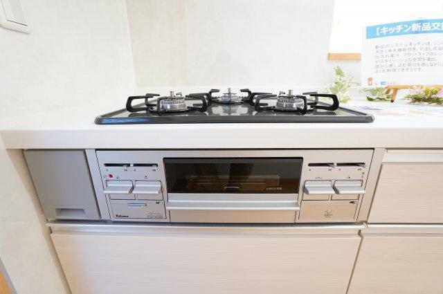 3口コンロで同時にたくさんの料理が調理できます。
