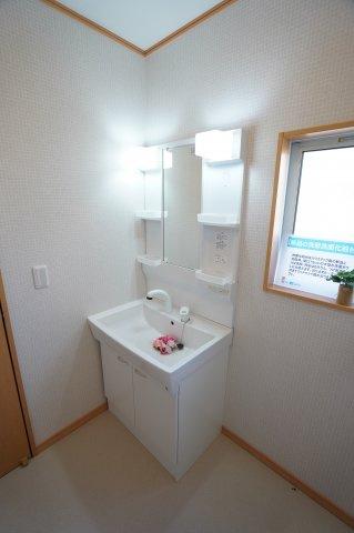 新品交換済!使い勝手のよいシンプルな洗面化粧台です。