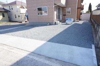 駐車場拡張工事を行い、普通自動車が並列3台駐車可能になり、出入りしやすくなりました。