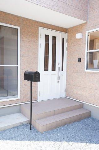 玄関ドアと勝手口は鍵交換済です。