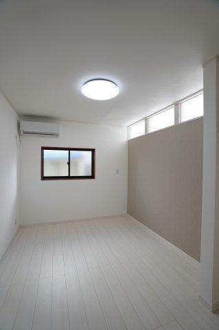 6帖 白を基調としたお部屋で明るい雰囲気に!