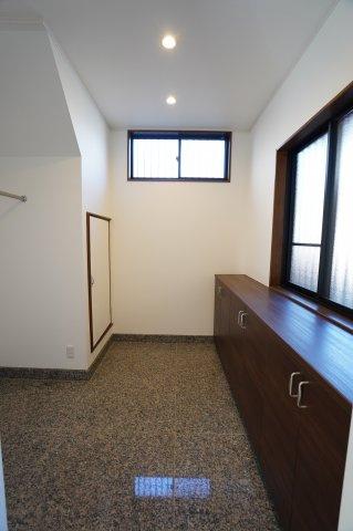 広々とした玄関スペース!収納もたっぷりあるのでいつでも綺麗な玄関に!