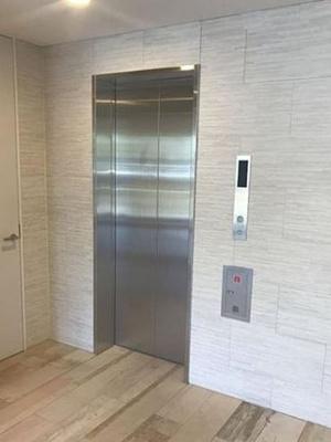 荷物が多いときに助かるエレベーター