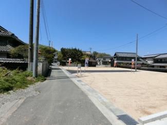 分譲地西側接道になります。幅員2.5m。4mに拡幅予定です。
