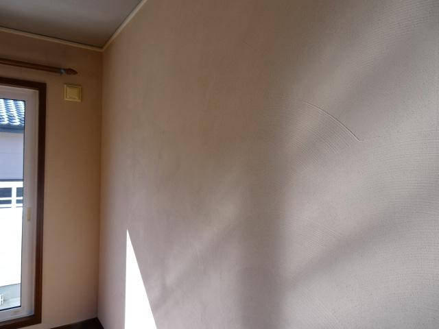 全室、珪藻土の壁に仕上げました。
