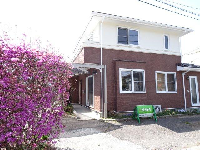 築19年三井ホームの中古住宅、1階部分はタイル張り、2階部分は塗装を施しまして対候性がさらにアップしました。