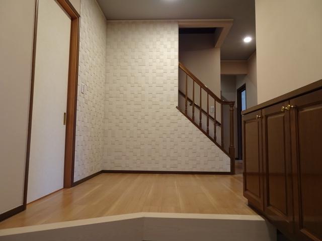 正面の壁は、エコカラット仕上げになります。造形美だけでなく、臭いや湿気を吸ってくれる素材です