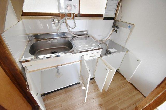 キッチン下の収納スペース。