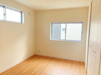 二面採光となっておりますので、お部屋が明るく、風通しも良好です!