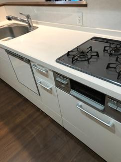 キッチンには食洗器及び浄水器が完備されております。