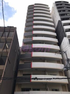 15階建ての迫力ある外観