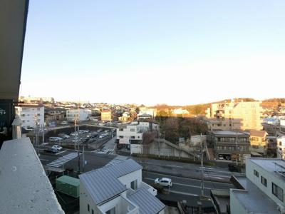 7階部分からの眺望です。 東向きバルコニーのため朝日が差し込み気持ちの良い朝を迎えられます。