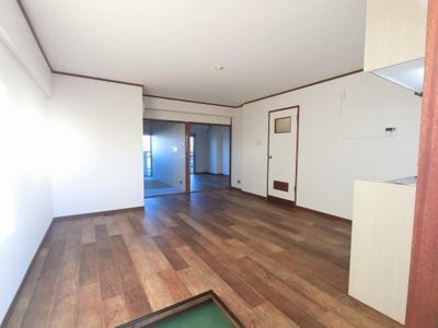 ダイニングキッチンです。7階最上階のため上階からの生活音がなく戸建感覚を味わえます♪