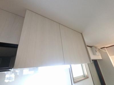 キッチン上部の収納です。