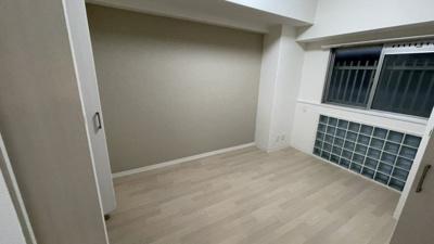 収納が2カ所にある使いやすい洋室です。