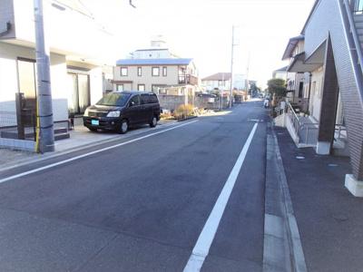 閑静な住宅地 車の交通量も少なく落ち着いた街並みです。