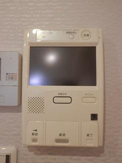 安全に配慮されたオートロックマンションです♪室内TVモニタ付インターホンで来訪者を確認できます