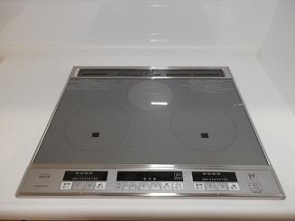 IHクッキングヒーターのキッチンはお手入れが楽なのも人気のポイント。 毎日のお手入れもサッと拭くだけでOK