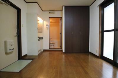 【居間・リビング】Rinon東山本 103号室