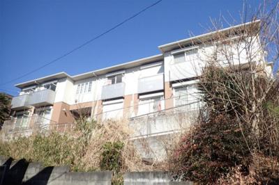 積水ハウス施工の賃貸住宅シャーメゾン♪小田急多摩線「栗平」駅より徒歩10分!コンビニが近くて便利な立地の2階建てアパートです♪