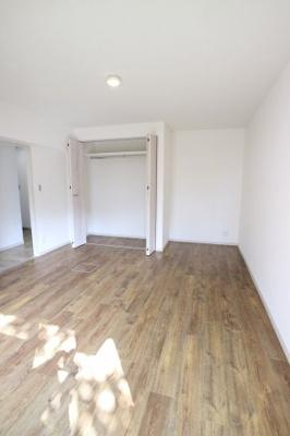 たっぷり収納できるクローゼットがあるのでお部屋がすっきり片付きそうですね!