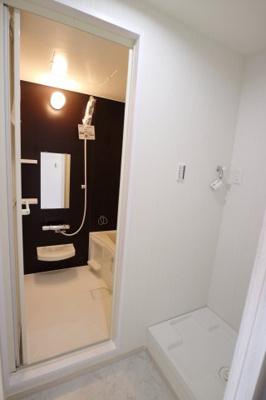 浴室とランドリースペースが隣同士です♪
