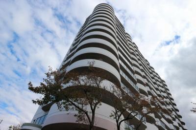 15階建てマンションの9階部分角部屋♪広々とした3面バルコニー!!
