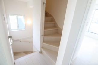 2階からロフトに上がります階段 共有部分。