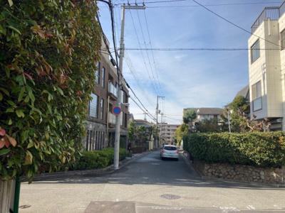 【前面道路含む現地写真】楠町 売土地