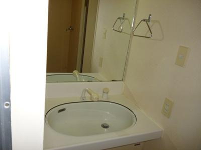 独立洗面台あり、毎朝おしゃれに忙しい女性の方におすすめです