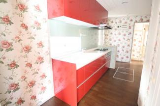 キッチンはリビングからは見えないよう配置されているので 気になる方でも一安心。