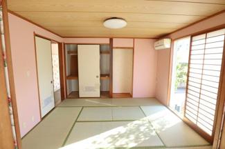和室は世界観が崩れないよう単色甘めなピンクのクロスで 和モダンな雰囲気に仕上がっております。