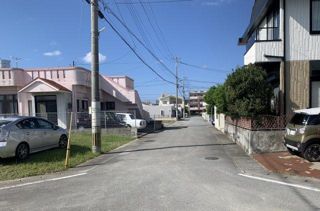 【前面道路含む現地写真】沖縄市比屋根売土地