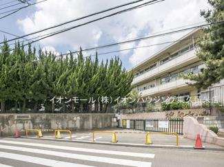 西東京市立谷戸第二小学校(約808m)