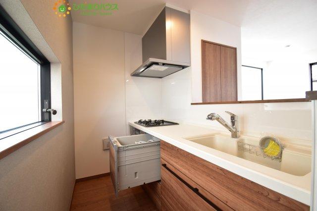 対面式キッチンなので、テレビを見ながらでも料理をできます!!