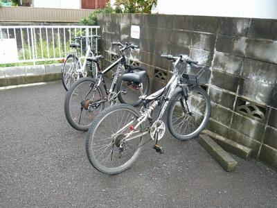 敷地内の駐輪スペースです☆自転車があれば通勤・通学、お買い物にも便利です☆