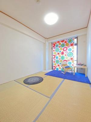 バルコニーに繋がる東向き6帖の落ち着く和室です!和室は冬場はコタツでほっこり♪夏は意外と涼しくて使い勝手がいいんですよ♪