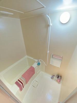 清潔感のあるバスルームです♪ゆったりお風呂に浸かって一日の疲れもすっきりリフレッシュできますね☆