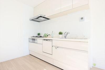 新調済のシステムキッチンには食器洗浄乾燥機完備です♪