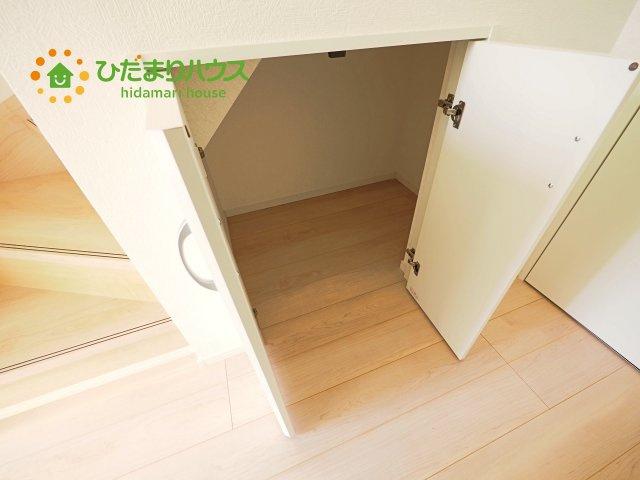 飾り棚としても演出できるコの字型の下駄箱で、お客様を心地よくお迎え♪