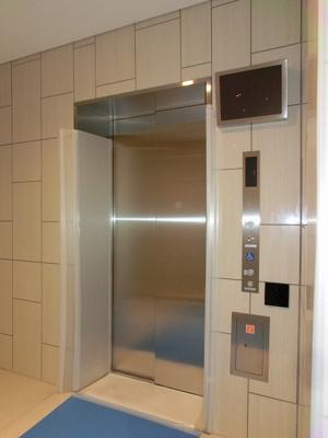 モニター付きセキュリティエレベーター