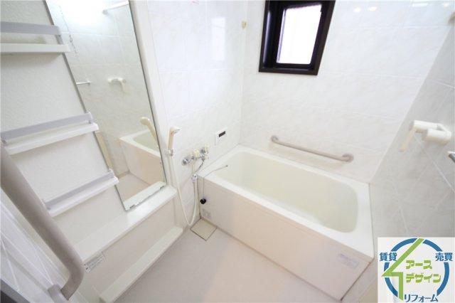 角部屋の為、浴室に窓があります♪