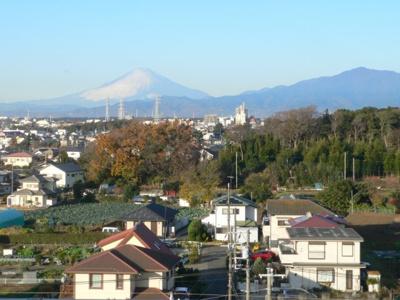 バルコニーからは「富士山」「丹沢山地」が眺めます