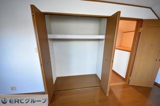 収納が豊富でお部屋に出すものが少なくて有効活用できます。