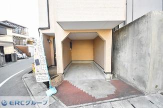 1階駐車場はビルドインですので、雨にぬれずに建物に入れます。