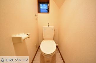 【トイレ】東南角地のリニューアル戸建が登場です。
