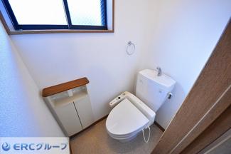 ウォシュレット付きで清潔感のあるトイレです。